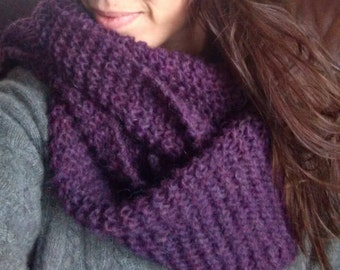 Beautiful Purple Wool Scarf with Fiber from Iceland