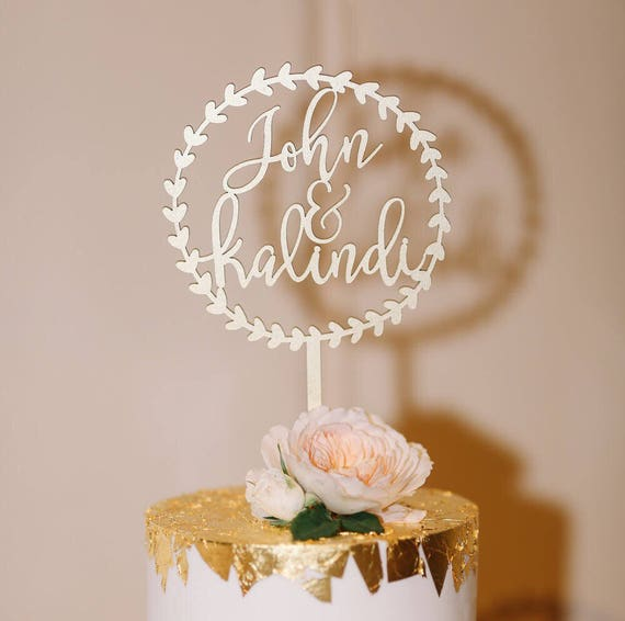 wedding cake pictures with name personalize names with circle wreath wedding cake topper 23451