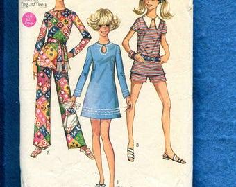1970's Simplicity 8758 Mod Keyhole Neckline Dress or Top Pattern Size 13/14 Junior