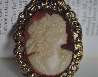 Vintage Cameo Brooch - 1950s Costume Jewelry