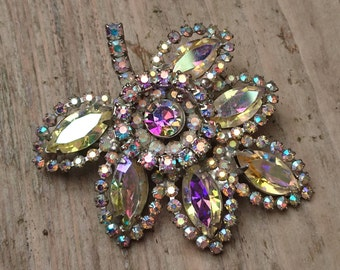 Sparkly vintage Weiss brooch