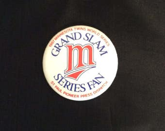 1987 MINNESOTA TWINS Baseball Pin Back BUTTON World Series Grand Slam Series Fan Pioneer Press