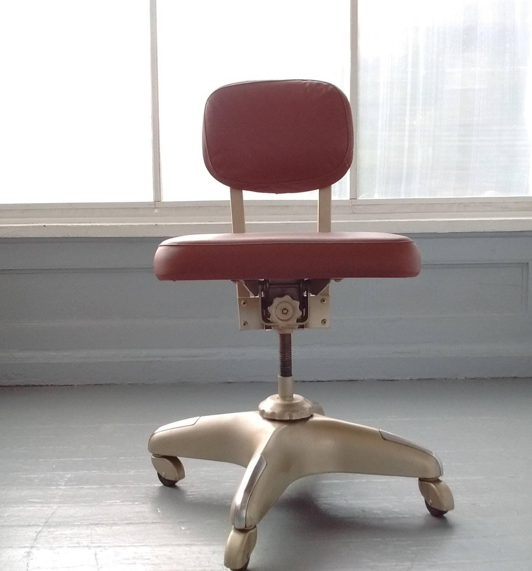 vintage chaise de bureau milieu du si cle industriel. Black Bedroom Furniture Sets. Home Design Ideas