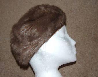 Vintage 1960s JACOLL Ladies Faux Fur Cap Hat - Size Small