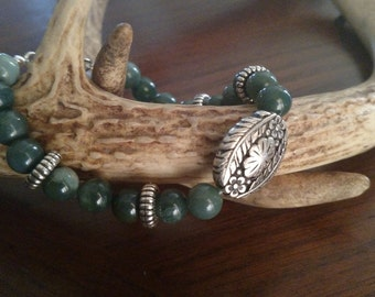 Moss agate gemstone beaded bracelet with Silver toned focal