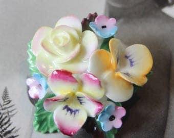 Ceramic flower brooch.