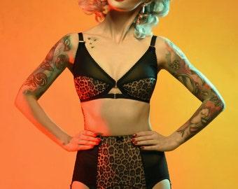 Suspender Garter Belt, Leopard Print, 6 Y-strap, Vintage Retro Style