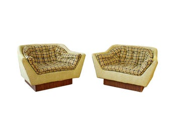 Mid Century Modern Retro Over Sized Club Lounge Chairs Wood Bases Pearsall Style