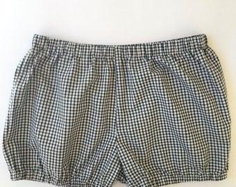 Black and white checked shorts for Iyengar Yoga-Yogabloomer-Shorts-Beach