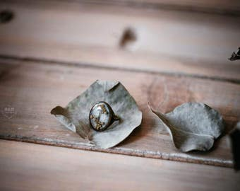 Bronze ring with real flowers / vintage ring / ring of flowers / Brass ring