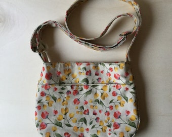 Floral cotton bag with adjustable shoulder strap. Digital printing of original watercolor.
