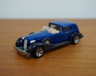 Hot Wheels Toy Car / 35 Classic Caddy