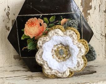 Crochet flower Brooch. FREE UK Postage & Packaging. Flower corsage.