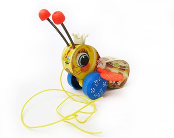 Fisher-Price Queen Buzzy Bee #444, Excellent Vintage Working and Cosmetic Condition, Original Pull String, 1958 Copyright, Toddler Toy