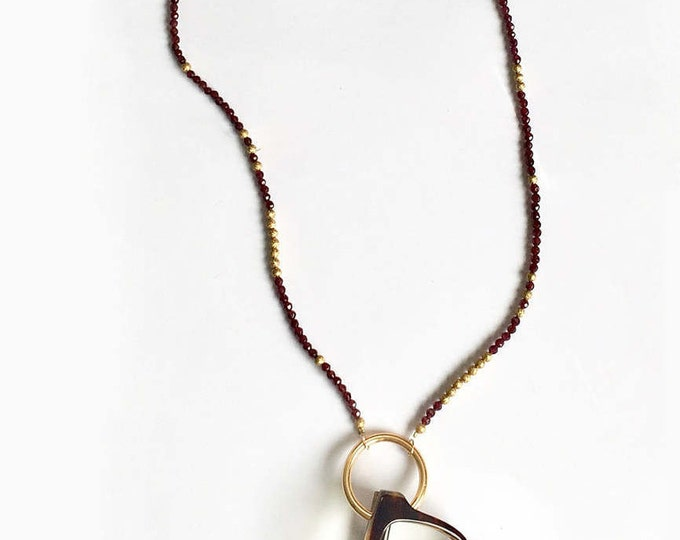 Necklace with ring for glasses