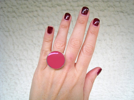 Dark pink ring, fuchsia pink resin ring, raspberry pink, magenta pink, modern minimalist, solitaire round cocktail ring, big chunky ring