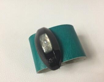 Leather cuff bracelet, emerald leather cuff bracelet, cuff bracelet leather, vintage details emerald  bracelet, bracelet free delivery