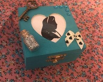 Alice in Wonderland inspired mini jewellery box/keepsake box. Handmade.