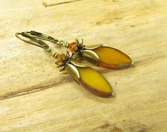 Earrings earrings HONIGBLÜMCHEN brass bronze vintage style flower blossom, yellow orange Czech Bohemian glass beads romantic earrings