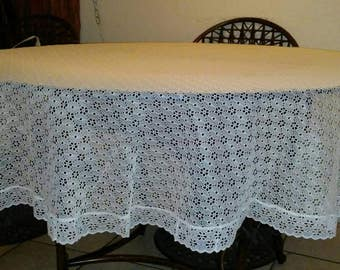 Vintage Round Lace Tablecloth/Shabby Chic/Cottage Chic/Dining/Tablecloth/Home Decor/Linens