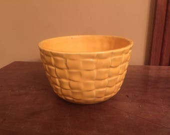 Vintage McCoy Basket Weave Planter Pot 1605/Vintage Yellow Planter Pot