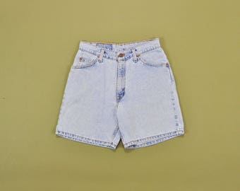 Levis Denim Shorts, High Waisted Shorts, Light Wash Levis, 90s Levi Jean Shorts, Loose Fit Shorts, 1990s Mom Shorts, Womens Size 7