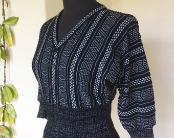 80s silver and black metallic knit sweater batwing full sleeves v neck vintage patterned geometric small medium jumper pullover Shetland