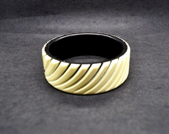 Lucite Bracelet  Wood Bracelet Fashion Jewelry Chunky Bracelet Costume Jewelry Ebony and Ivory Bracelet