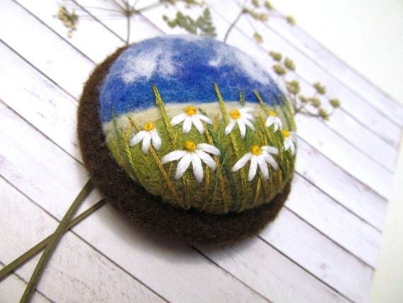 Nature jewelry for sister Needle felted brooch Daisy flower pin Handmade teacher gift Boho chic fashion Gifts for wives Embroidered gift