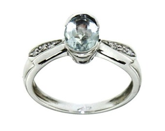 18 carat gold ring with Aquamarine and diamonds
