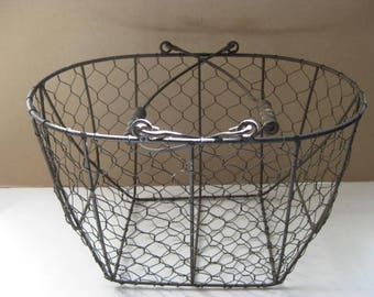 French vintage wire basket, fruit basket, flower basket with 2 handles.