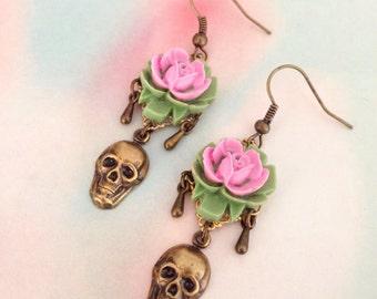 Earrings rose and his skull