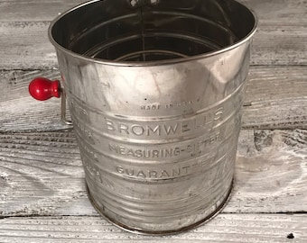 Bromwell's Measuring Sifter Red Knob