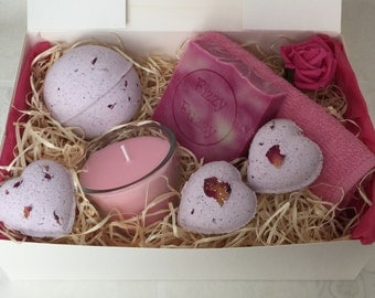 Relaxing Rose Gift Set, Bath Bombs, Handmade Soap, Soy Wax Candle,Mother's Day Gift Set, pamper spa Set.
