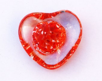 A Pretty Heart Shaped Glass Paperweight 3 inches Excellent (Ref: 5445)