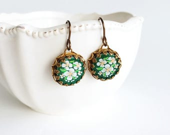 Round Flower Dangle Earrings, Small White and Green Flower Earrings, Vintage Style Floral Earrings, Garden Party
