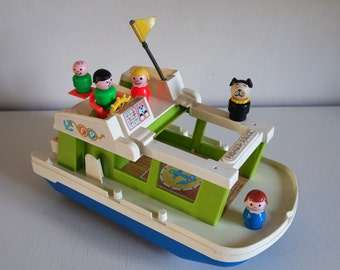 Vintage 1972 Fisher Price Happy House boat + 5 Little People