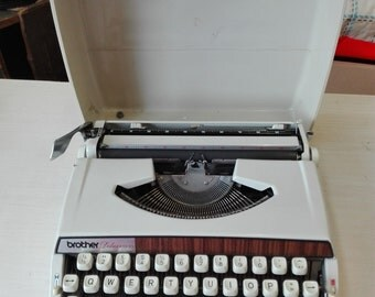 Brother deluxe 900 vintage typewriter