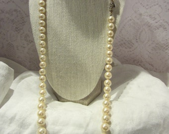Les Bernard Simulated Pearl Necklace