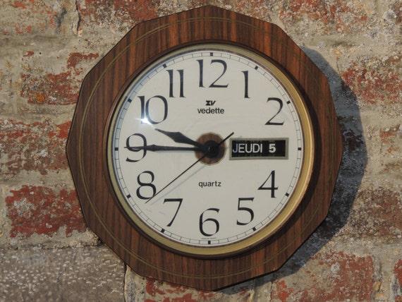 Articles similaires pendule horloge murale vedette - Horloge murale avec calendrier ...