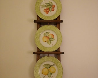 Plate rack in wood with hand painted plates