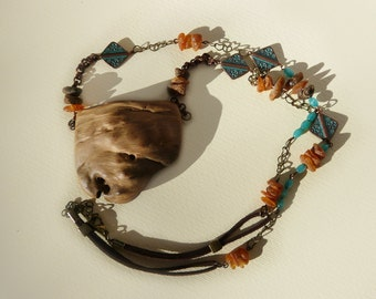 the small party in the Woods, necklace, chestnut wood, amber, bronze, necklace, wood