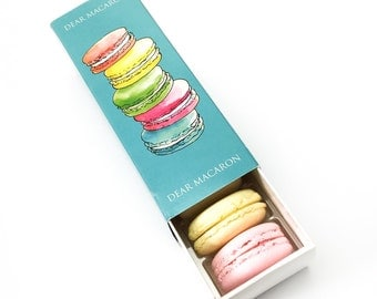 6 FRENCH MACARONS in signature box