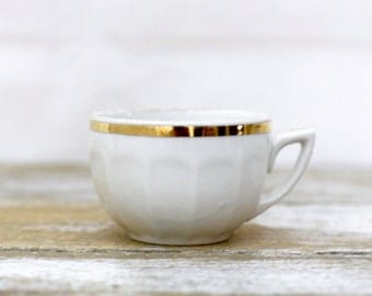 Vintage porcelain coffe cup with gold rim and fluted edges - French vintage porcelain tea coffee cup white and gold