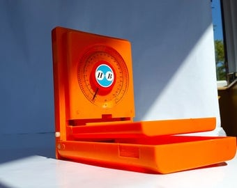 Vintage small cute scale / Orange scale Seventies / Pocket scale / French Kitchen / kitchenalia