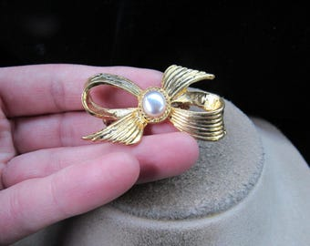 Vintage Goldtone Faux Pearl Bow Pin
