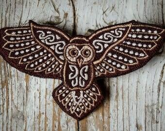 Small Celtic Owl Patch, Handmade Owl Embroidery, kleiner keltischer Eulen Aufnäher, Eule Stickerei, HANDMADE WITH LOVE, 12,5 x 6,5 cm