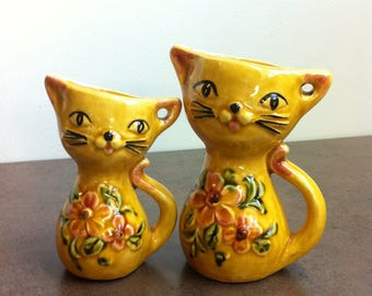 Vintage Cat Measuring Cups - Yellow Cats Decorated with Flowers - Handled Jugs - 1/3 cup and 1/4 Cups - Gift for Baker