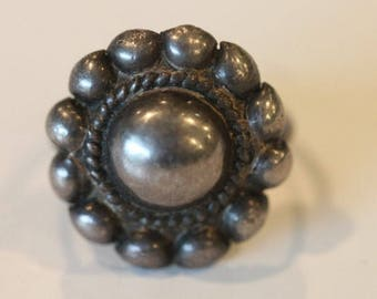 Vintage sterling silver embossed top ring size 5.5