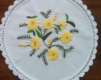Hand embroidered doily with floral motifs, crocheted borders (MISCEMBR-DOI-300)